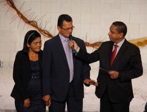 Lourival e a esposa Maria da Liberdade foram entrevistados durante o culto transmitido pelo pastor Luís Gonçalves.