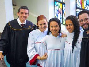 Alunas decidem se batizar juntas