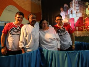 Pessoas que conheceram a Bíblia por intermédio dos nove jovens foram batizadas no evento.