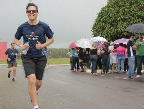 Mesmo com a chuva caindo, os professores não desanimaram da minimaratona.