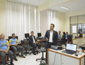 Funcionários e professores participaram das oficinas durante o encontro