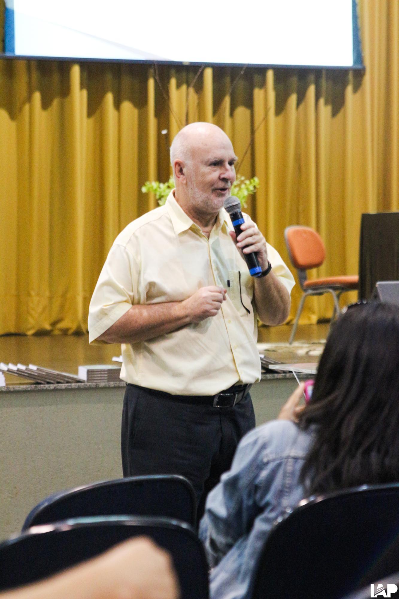 Doutor em educação palestra para acadêmicos no Paraná