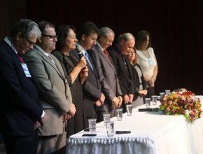 Educadores , diretores e palestrantes apresentaram o criacionismo para mais de 400 participantes.