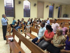 Os líderes de departamentos da sede da Igreja Adventista na região viajam diversos quilômetros para acompanhar os pastores no treinamento.