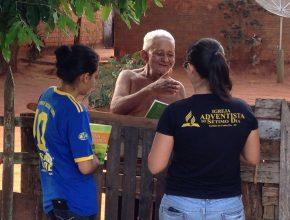 Os jovens entregaram cerca de 600 materiais entre livros e DVDs para a comunidade de Mirante do Paranapanema. Foto: colaborador local