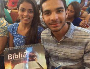 Todas as duplas receberam os kits com materiais de apoio para os estudos bíblicos