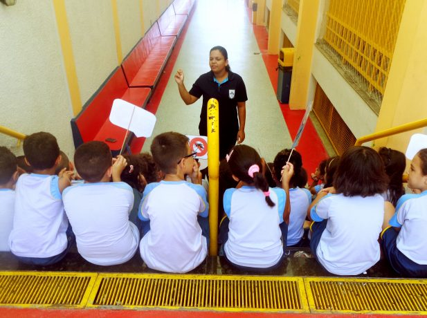 Alunos do Colégio Adventista de Vila Nova Cachoeirinha são orientados sobre a campanha. (Foto/divulgação)
