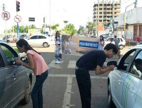 Só no semáforo de Porto Velho (RO), 128 pedidos de oração foram anotados em uma hora