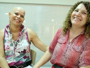 Juntas, elas comemoram a cura do câncer de Maria.