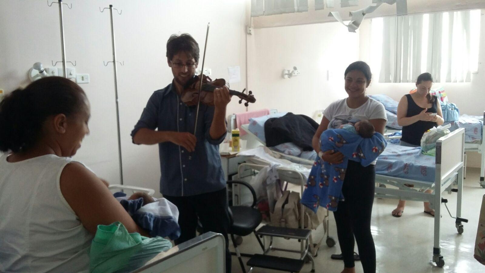Levar alegria através da música, dentro de um hospital, foi uma das formas de participar do projeto.