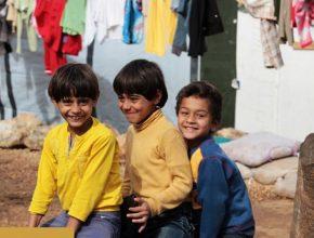 No final de 2015, segundo alguns organismos, a violência e as deslocações forçadas afetam mais de 8.6 milhões de crianças na região.