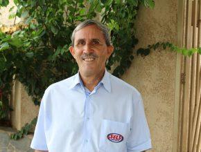 Vaz atua há mais de 40 anos como vendedor de livros e revistas. Foto: Eduardo Valiante