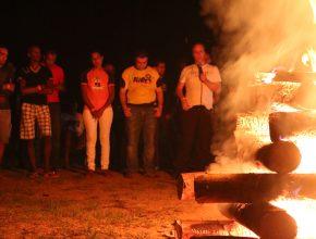"""Pastor Lélis Souza dirigiu o momento do """"fogo do conselho""""."""