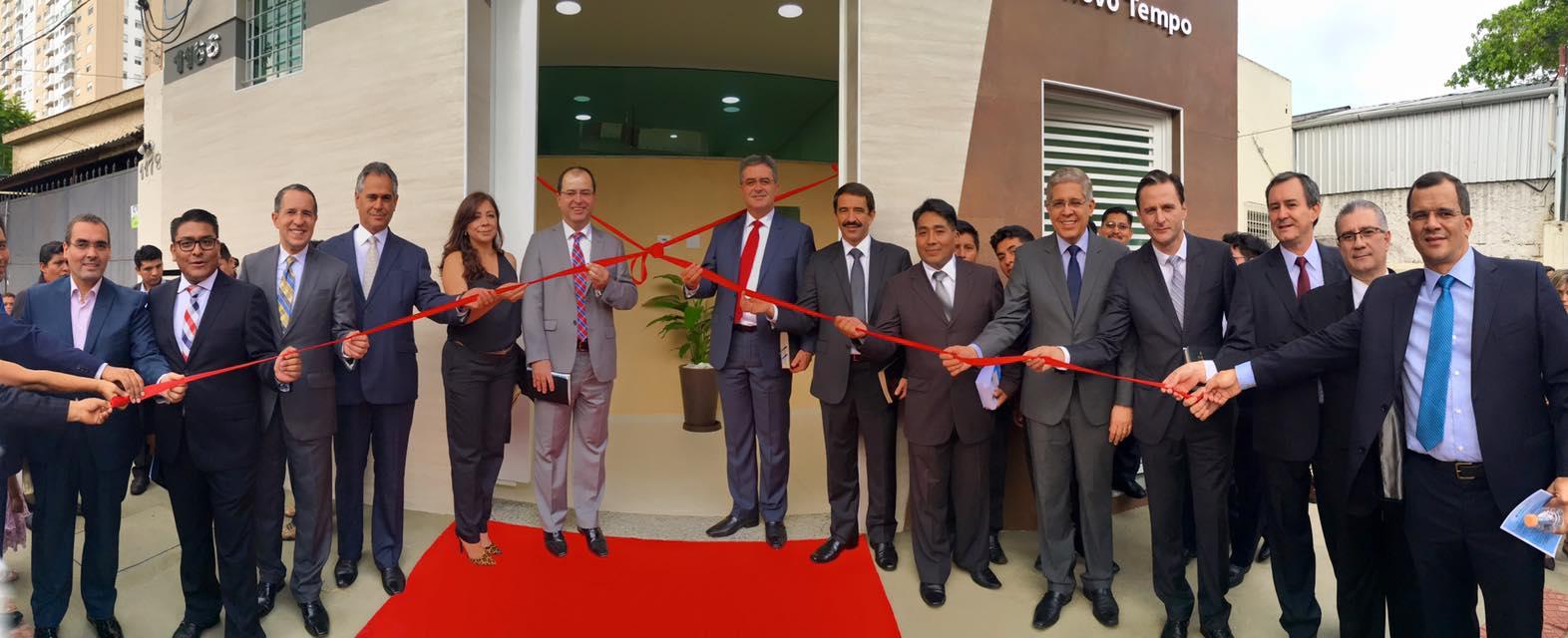 Administradores da Igreja, CPB e Nuevo Tiempo inauguram oficialmente o templo.