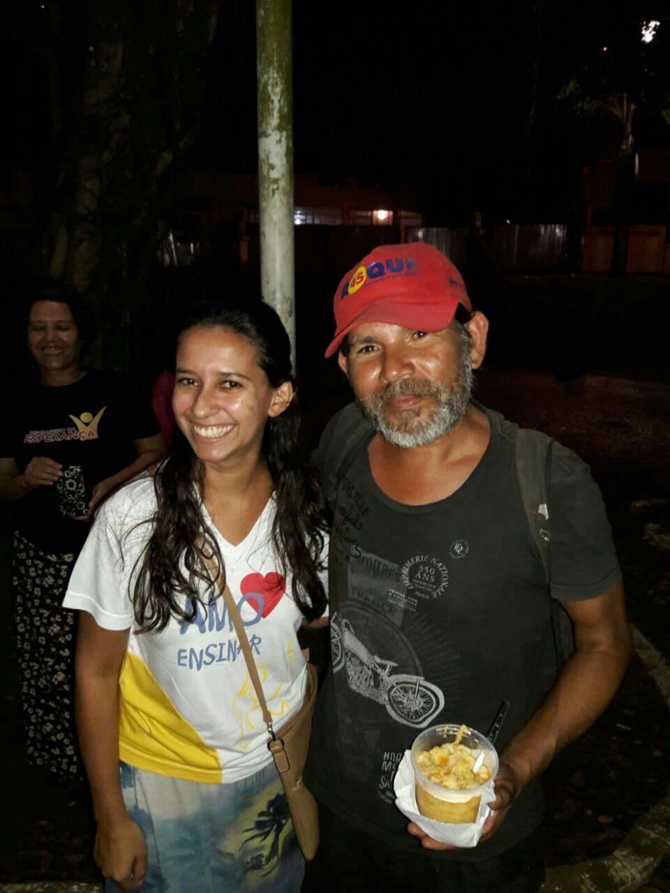 Os alunos das classes de Escola Sabatina darão assistência semanal aos moradores de rua da Praça dos Leões, em Paranaguá.