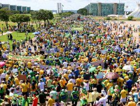Brasília- 12-04-2015 DF Foto Lula Marques/ fotos publicas. Manisfestação contra governo, Dilma, Corrupção e politicos na esplanada dos ministerios.
