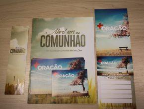 Conjunto de materiais que serão usados no projeto Abril em Comunhão.