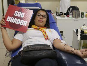 A Páscoa Solidária contou com a coleta de caixas de bombons, porém os adventistas buscaram mostrar o real significado da Páscoa por meio da doação de sangue.