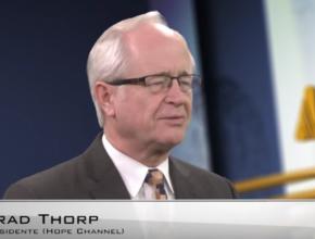 Primeiras experiências de coordenação de transmissões com a TV cristã, na vida de Brad Thorp, ocorreram em 1993.