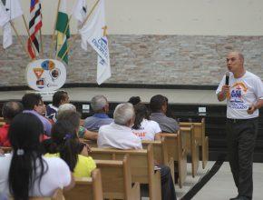 Prof. Dr. Unglaub frisou a participação do aluno como processo de aprendizado; a lição não é um sermão