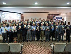 Principais líderes administrativos se comprometem com a entrega de livros do próximo dia 14 de maio (Foto: Pedro Caron)