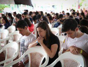 Momentos de oração fizeram parte do encontro.