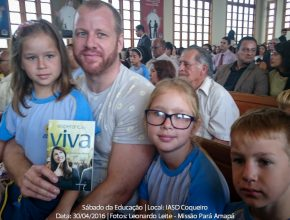 Arnold e seus filhos participam do sábado da educação