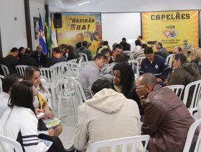 Os participantes são orientados em como trabalhar a espiritualidade com as crianças e adolescentes dentro do clube.