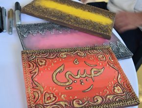 Artesanato vendido por árabes em feira. Expositores venderam quase todas as mercadorias