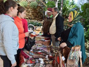Feira organizada pelo Instituto Gênesis incentivou empreendedorismo junto ao grupo de refugiados
