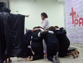 As encenações dão abertura em cada evento, sempre relacionada com o tema da Vigília.