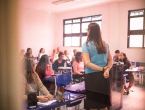 Durante a programação, os voluntários foram divididos em salas para aprimorar a capacitação, organizada em temas específicos de cada área de atuação.