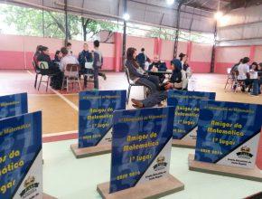 Troféus foram entregues para as equipes vencedoras.