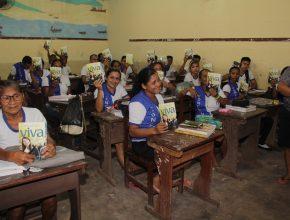 Alunos receberam o livro e foram convidados para uma ação social com tratamentos de beleza gratuitos.