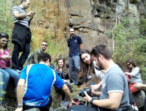 Professor Nahor Neves em aula prática sobre geologia. Ele será um dos tutores do programa.