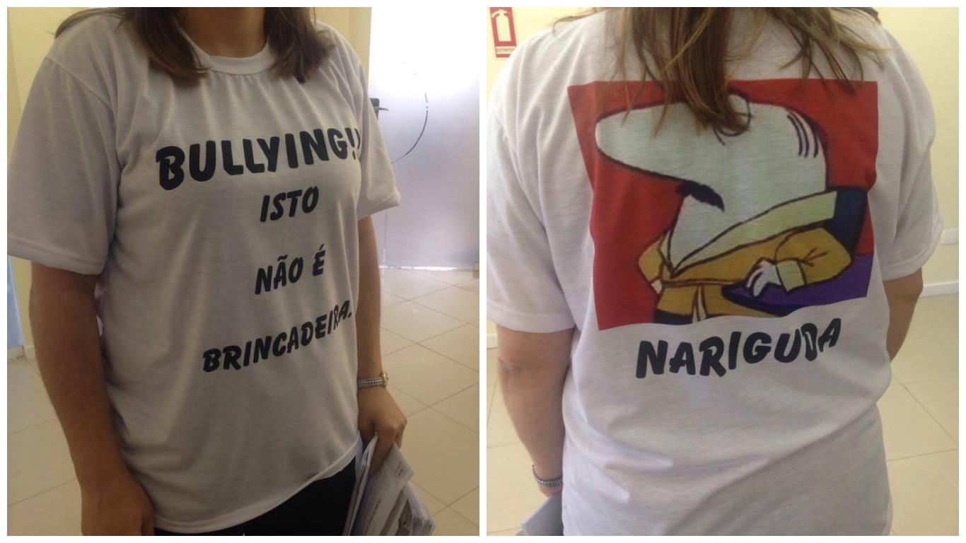 As camisetas estampavam os apelidos dos professores na infância.