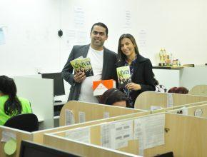 Há dois anos o casal Rafael e Tathiana já enviaram 10 mil livros pela empresa