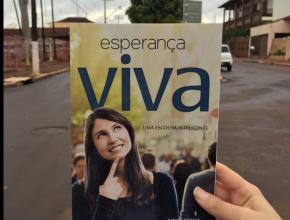 Mais de 4,5 mil livros Esperança Viva são distribuídos em Viradouro-SP.
