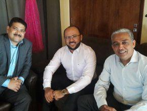 Pastor Renato Seixas ao lado dos representantes da Federação de Empreendedores Adventistas do Pará, Luciano Vidal e Dr. Vanderley Oliveira