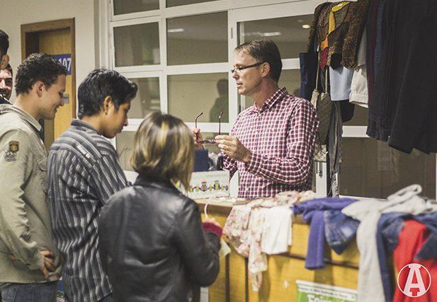 Estudantes e colaboradores doaram e trocaram objetos e roupas.