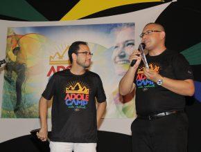 O pastor Denison Cavalcante falou ao público sobre os perigos de se deixar levar pelo que o mundo oferece
