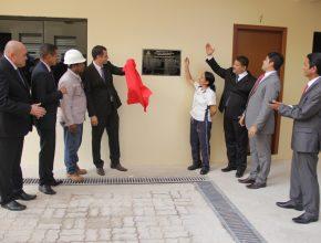Representantes da igreja participaram do descerramento da placa de inauguração