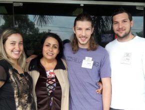 Luz Francy (ao centro) com voluntários de Franca. Foto: colaborador local