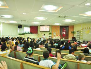 Palestras incentivaram os adolescentes a assumir uma postura diferente do que o mundo pede.
