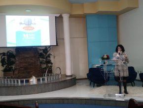 A conferencista internacional Rachel Maciel Hadley palestrou para os participantes.