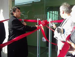 Secretário e Tesoureiro da AP, cortam a fita na IASD Jd. Silvyânia.
