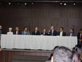 Autoridades discutindo sobre o tema de Liberdade Religiosa.