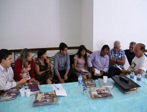 Atividades em grupo foram realizadas com o objetivo de colocar em prática conceitos estudados no encontro