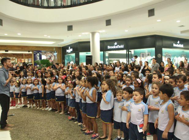 O Coral Kids é composto por alunos de três a dez anos de idade