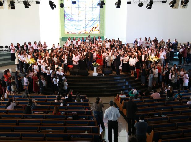 Cerca de 500 mulheres se reuniram em celebração
